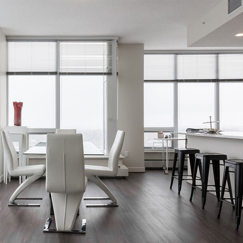 penthouses with large dining spaces