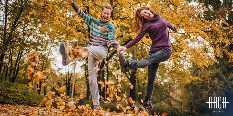couple-autumn-fun